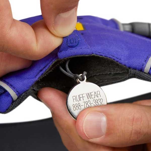 便利なIDポケット付き